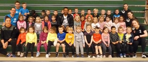 Joel Abati op bezoek bij Nelson's Kidsclub