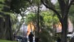 Hawaïaan steekt huisbazin neer, schiet twee agenten dood en sticht brand