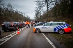 Vrachtwagenbestuurder met openstaande megaboete van 8.117 euro uit verkeer geplukt