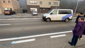 Fietsertje van 6 komt tegen voorruit van auto terecht: slachtoffer ernstig gewond