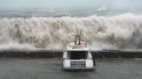 Storm Gloria overspoelt Spanje met zeeschuim
