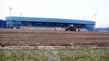 Nieuwe grasmat voor B-veld bij KRC Genk