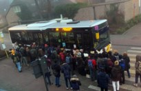 Verbindingsofficier moet chaos aan bushalte oplossen