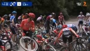 Val met zware gevolgen voor Diepenbekenaar Ben Hermans in Tour Down Under
