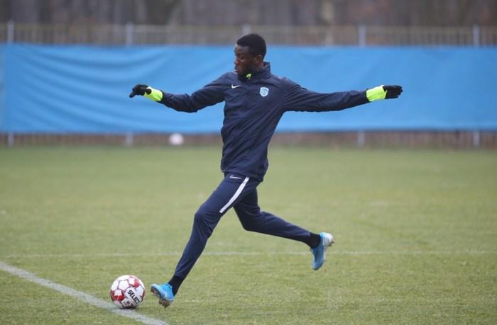 Opvallende nieuweling op training KRC Genk: Ivoriaan Eboué Kouassi