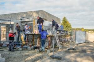 Vrijwilligers steken handen uit de mouwen voor nieuwbouw KSA