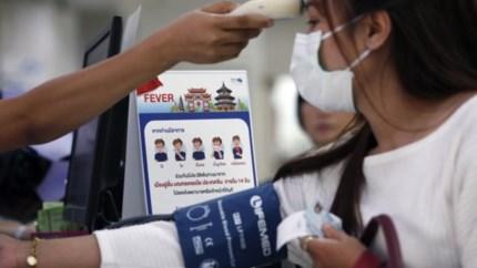 Chaos houdt aan in China: passagiers op luchthaven worden gescreend