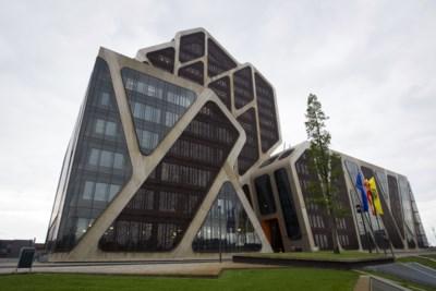 Bende pleegt 100 inbraken in scholen om in luxehotels te verblijven