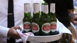 FACTCHECK. Stella Artois in het groen, maar is dat beter dan bruin flesje?