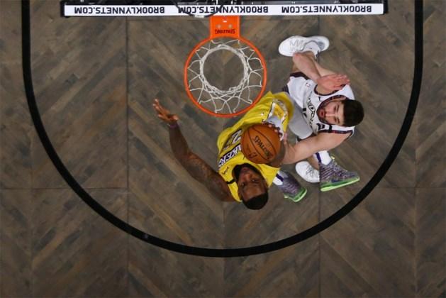 LeBron James leidt Lakers naar winst en heeft Kobe Bryant in het vizier