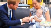 Meghan Markle krijgt kritiek op het dragen van haar baby, maar hoe moet het dan wel?