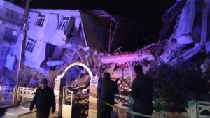 Turkije opgeschrikt door zware aardbeving: al minstens 14 doden