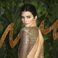 Kendall Jenner onder vuur voor halsband hond
