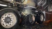 Vrachtwagen vat vuur door oververhitte remmen