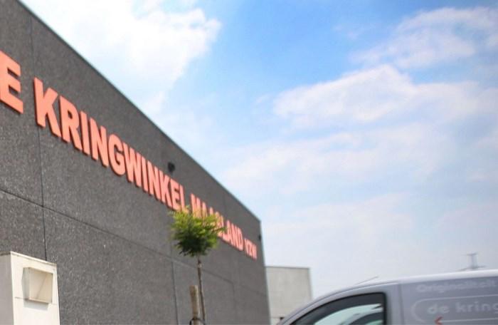 Arbeider klem tussen transportband bij Kringwinkel Maasland