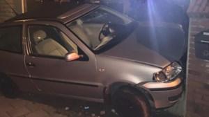 Tiener zonder rijbewijs crasht na politieachtervolging