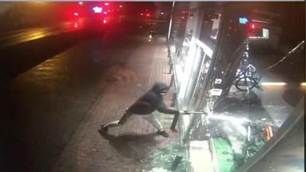 Politie zoekt getuigen van spectaculaire inbraak op Zolderse fietsenwinkel