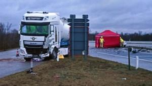 Dodelijk ongeval op Noord-Zuid in Neerpelt: wagen gegrepen door vrachtwagen