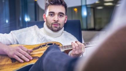 """'Thuis'-acteur over zijn zangcarrière: """"Ik speel liever op café dan in het Sportpaleis"""""""