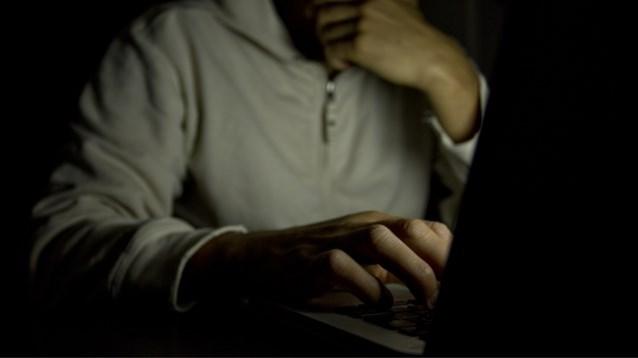 """Vader van 9 kinderen verzamelt 22.000 kinderpornofoto's: """"Vrouw blijft hem steunen"""""""