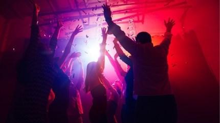 Vijf feestjes om de ziel uit je lijf te dansen na de examenperiode