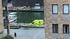 Omstaanders halen vrouw uit water van kanaalkom Hasselt
