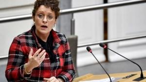 """Minister Peeters: """"Zal verplichte wachttijd voor taxi's en Ubers bijsturen"""""""