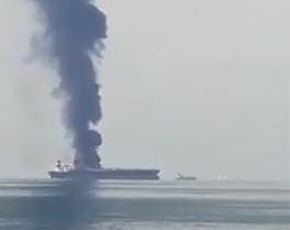 Tanker in brand in Perzische Golf