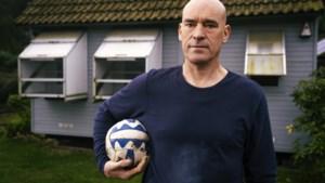 Francis is onderwijzer, voetbalcoach én duivenmelker: