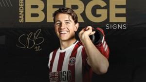 Sheffield United-aanvoerder Billy Sharp zingt voor Berge