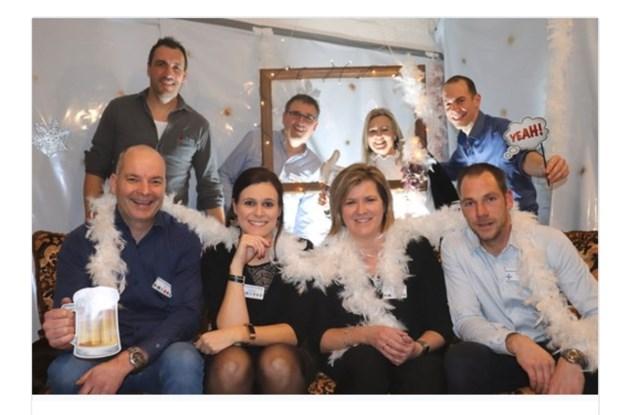 Buren heffen het glas op 2020 in Wiemesmeer