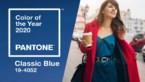 Klassiek blauw, maar niet saai: zo draag je de Pantonekleur in 2020