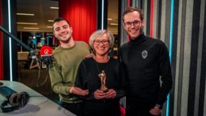 Ria Schrooten uit Oudsbergen stond model voor RIA-award van Q-music