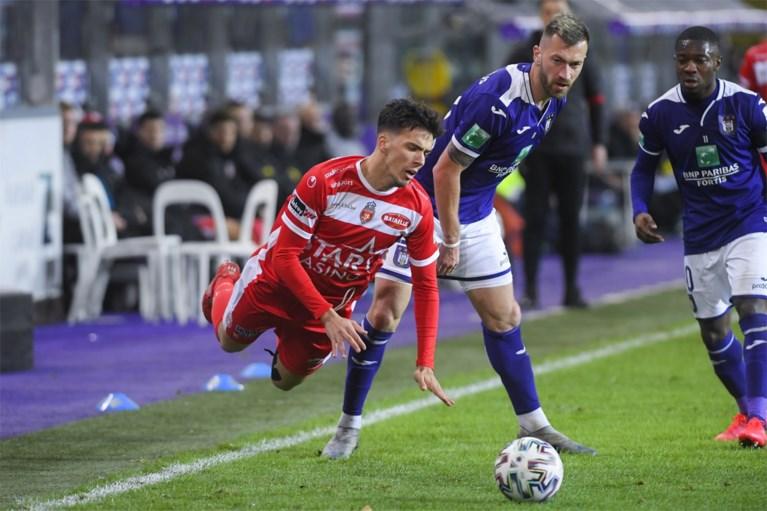 Anderlecht wint zonder overschot tegen Moeskroen en houdt Play-off 1 in het vizier