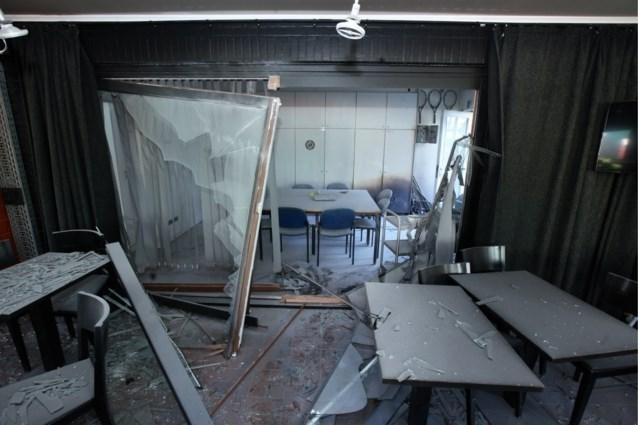 Elektrische step ontploft in tennisclub: een gewonde door rondvliegend glas