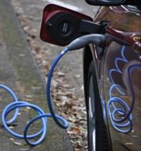 Laadpalen voor elektrische auto's op vijf openbare plekken