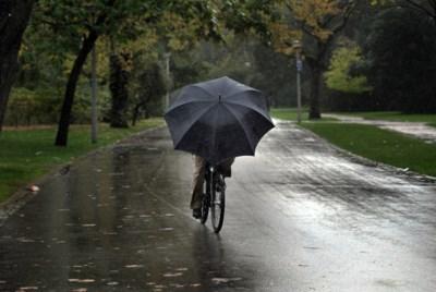 """KMI kondigt code geel af: """"Veel regen mogelijk"""""""
