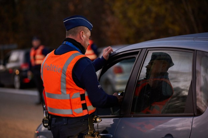 Geen rijbewijs, wel amfetamines geslikt: jonge bestuurster betrapt