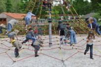 Hobbelige kasseien weg aan kinderboerderij