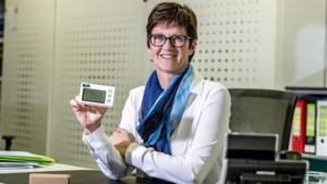 Nieuwe 'prikklok' brengt garantie dat je poetsvrouw de afgesproken uren werkt