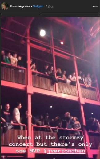 En plots zingt iedereen tijdens concert voor... Jan Vertonghen