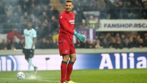 Anderlecht moet tribune deels sluiten en maximumboete betalen wegens vuurpijl naast Simon Mignolet
