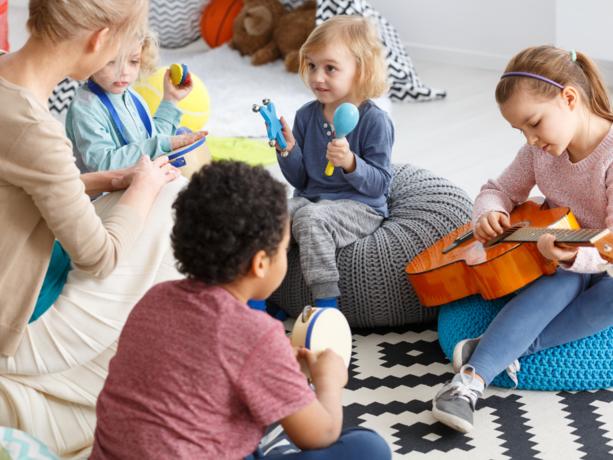 Tekort aan begeleiders kinderopvang terugdringen