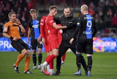 Het was vechten, maar Club Brugge loopt na topper tegen Standard weer een puntje uit