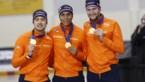 Nederlandse mannen pakken door diskwalificatie van Canada goud in teamsprint op WK schaatsen