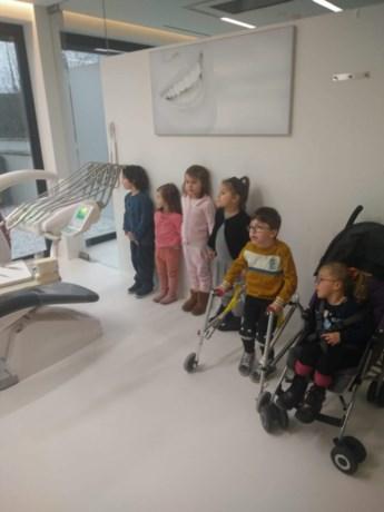 Kleuters op bezoek bij de tandarts