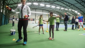 Match van Kim Clijsters op scherm in Breese tennisclub