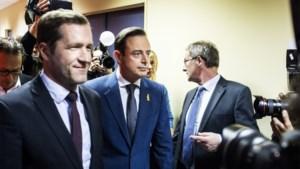 """De Wever roept Vlaamse partijen op om """"niet te plooien voor de PS en Vlaams front te vormen"""""""