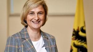 Minister Hilde Crevits voor de eerste keer oma