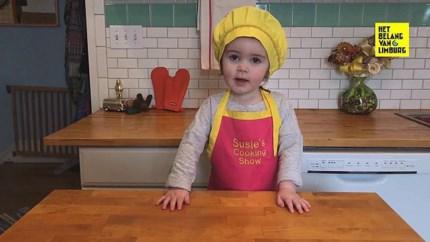 Tweejarige kookgoeroe toont hoe je een mes correct moet gebruiken